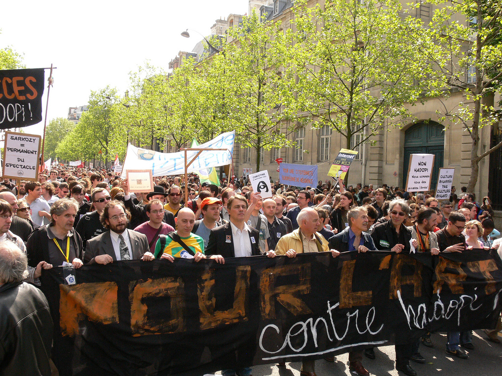 Anti-HADOPI march in Paris